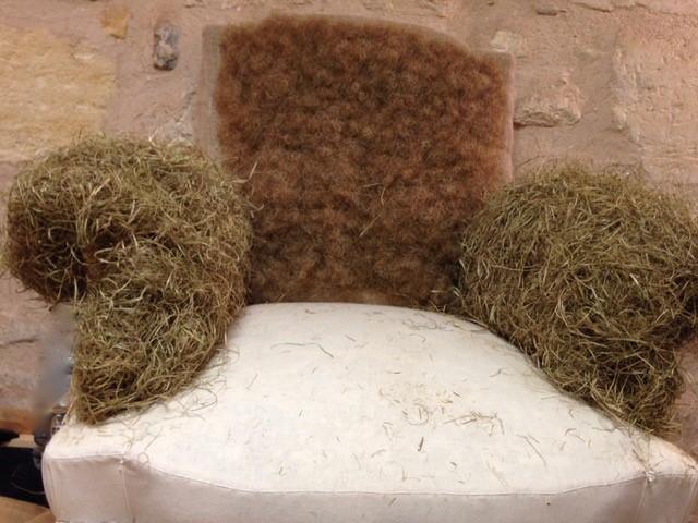 Réfection de fauteuil, garniture traditionnelle avec du crin végétal
