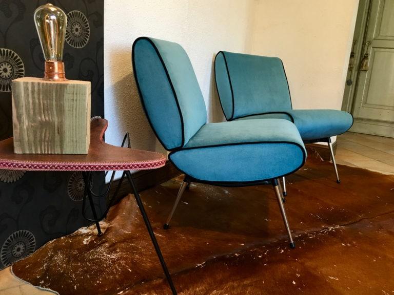 Paire de fauteuils Kiss Bleus - pieds en laiton de forme fuseau