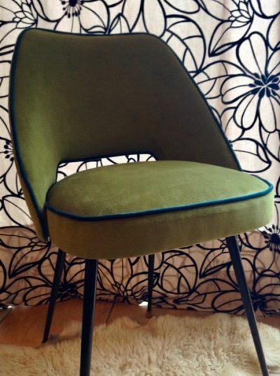 Chaise fauteuil Guariche vert, vu de face - design années 50-60
