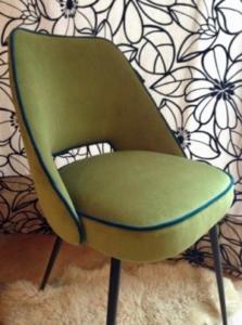 Chaise fauteuil Guariche vue de profil - design années 50-60